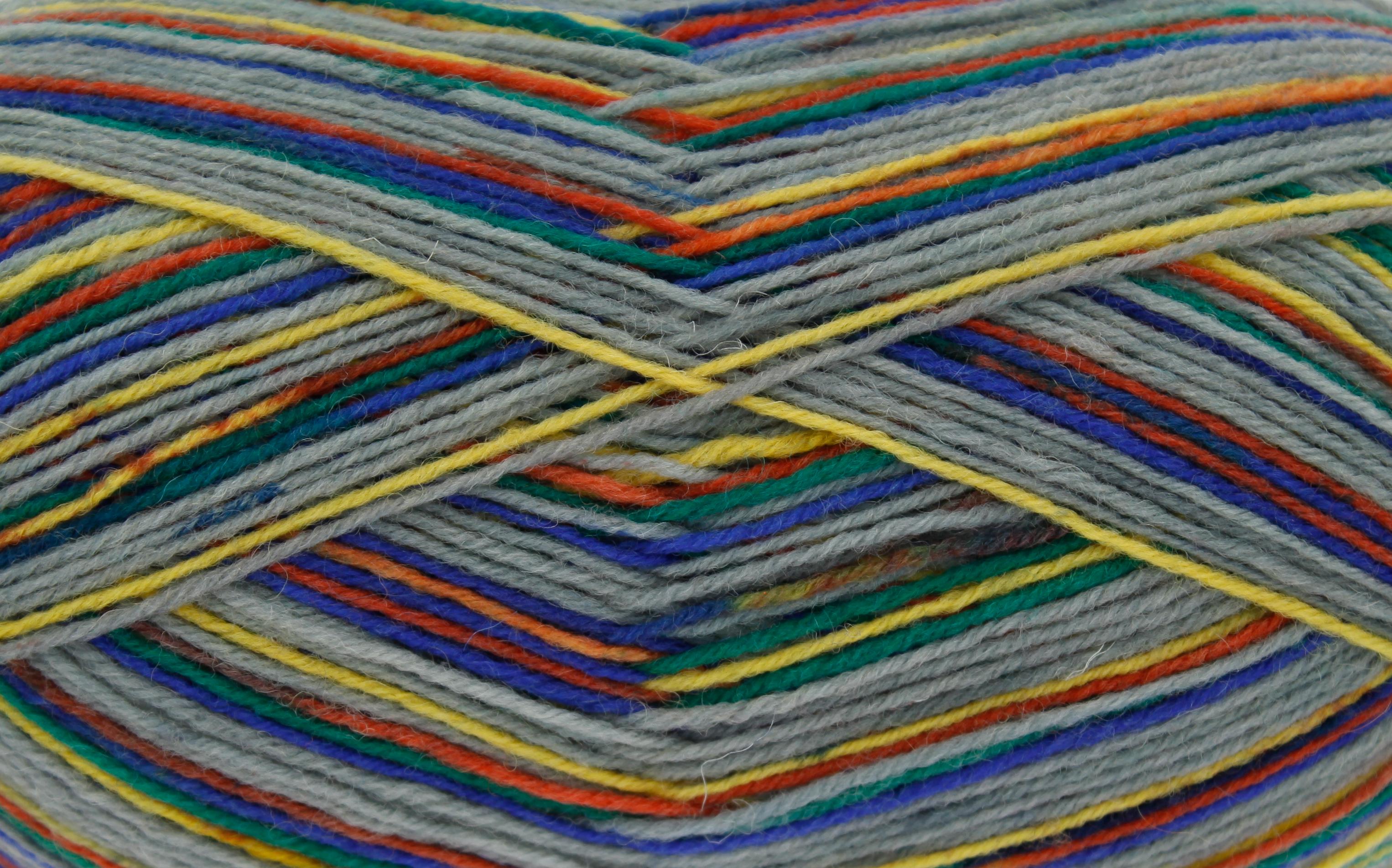 King Cole Zig Zag 4ply Sockenwolle in aufregend selbstmusternden Farbtönen